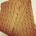 彼氏への手編みマフラーの色、長さと編み方